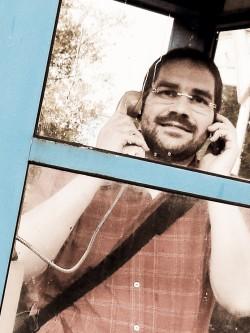 Stefan in Telefonzelle